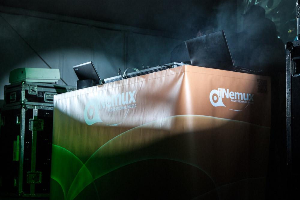 Montaje de cabina DJ